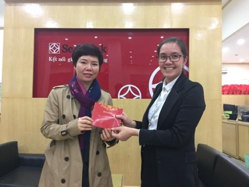 SeABank trao thưởng chuyến du lịch Singapore cho khách hàng