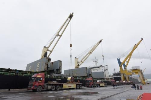 Tập đoàn Hoa Sen xuất khẩu lô hàng đầu tiên của năm đi Mỹ