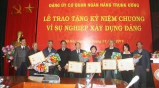 Trao Kỷ niệm chương 'Vì sự nghiệp xây dựng Đảng Khối cơ quan Trung ương'