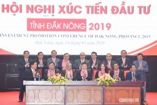 Thủ tướng chứng kiến Lễ ký cam kết đầu tư 50.000 tỷ đồng vào Đắk Nông