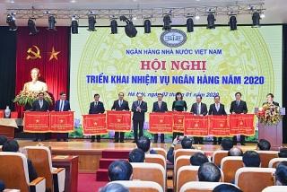 Tặng Cờ thi đua của Chính phủ cho 9 đơn vị thuộc NHNN