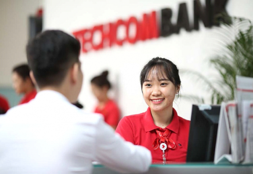 techcombank dat loi nhuan 128 nghin ty dong