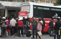 Người dân ùn ùn trở lại Thủ đô sau kỳ nghỉ Tết Nguyên đán kéo dài