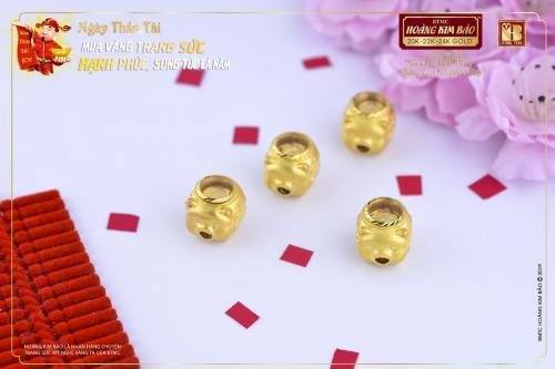 Nhiều sản phẩm vàng được giới thiệu trong dịp vía Thần Tài