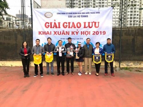 Giao lưu CLB Tennis NHNN TW: Thắm đượm tình đoàn kết