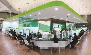 Ngân hàng triển khai nhiều giải pháp chia sẻ khó khăn với người dân, doanh nghiệp