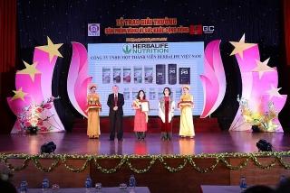 """Herbalife Việt Nam lần thứ 6 nhận giải thưởng """"Sản phẩm vàng vì sức khỏe cộng đồng"""""""
