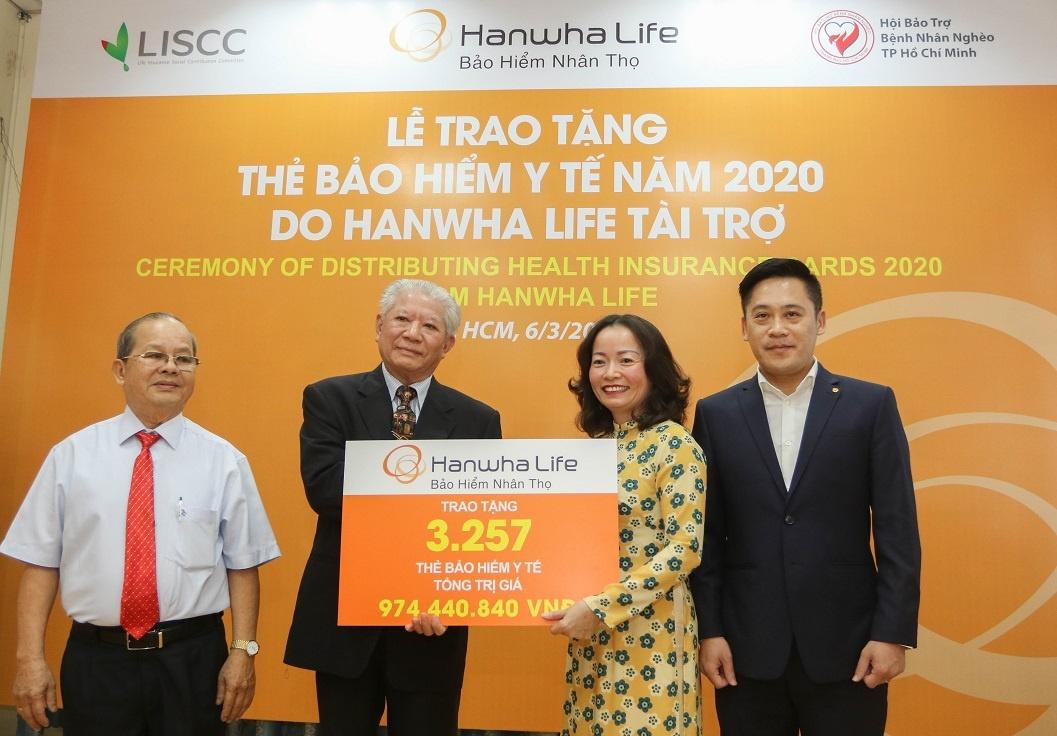 hanwha life viet nam tang 3257 the bao hiem y te cho nguoi ngheo