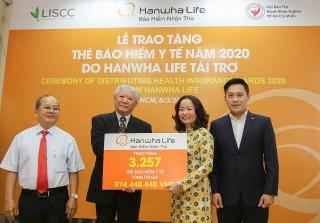 Hanwha Life Việt Nam tặng 3.257 thẻ bảo hiểm y tế cho người nghèo