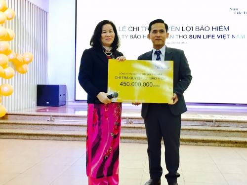 Sun Life Việt Nam chi trả quyền lợi bảo hiểm bệnh hiểm nghèo cho khách hàng