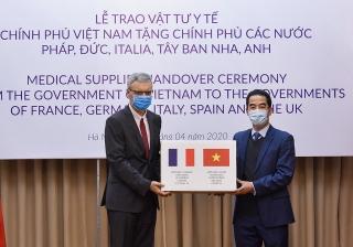 Việt Nam gửi tặng các nước châu Âu 550 nghìn chiếc khẩu trang