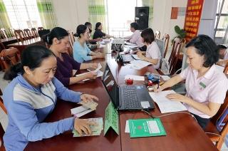 Nguồn lực địa phương giúp hộ nghèo, đối tượngchính sách vượt qua khó khăn