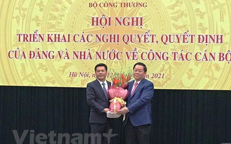 bo truong bo cong thuong nguyen hong dien chinh thuc nhan nhiem vu