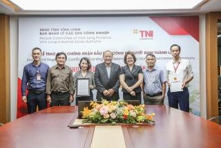 Trao Giấy chứng nhận đầu tư và công bố quyết định thành lập Khu công nghiệp Đông Bình