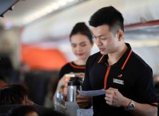 Trao trả trên 200 triệu đồng khách quên trên máy bay