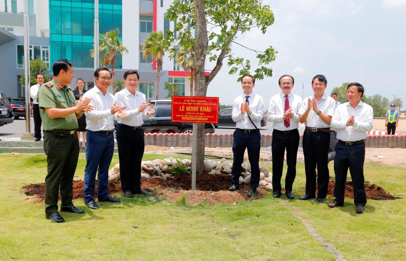doan cong tac chinh phu khao sat tien do trien khai ca c khu cong nghie p va cang quoc te long an