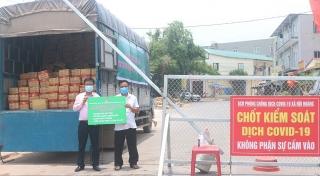 Công đoàn NHCSXH tiếp tục chia sẻ khó khăn với người dân vùng dịch Bắc Giang