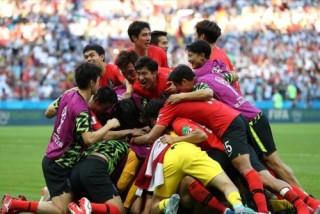 """Nhật Bản, Iran gọi, Hàn Quốc có """"đại địa chấn"""" để trả lời"""