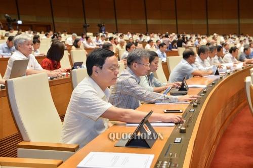 Quốc hội thông qua Luật Quản lý thuế và Luật Đầu tư công