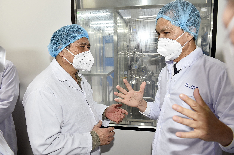 thu tuong pham minh chinh lap to hanh dong de san xuat bang duoc vaccine phong covid 19 nhanh nhat