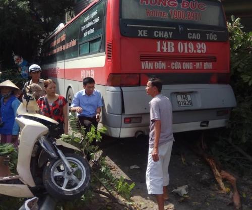 Quảng Ninh: Xe khách mất lái gây tai nạn liên hoàn