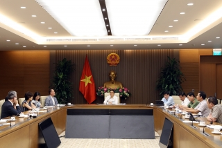 Chuyên gia quốc tế khuyến cáo việc mở cửa trở lại
