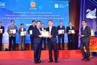 Bảo Việt được UBCKNN và HoSE ghi nhận vì những đóng góp cho sự phát triển bền vững của thị trường chứng khoán