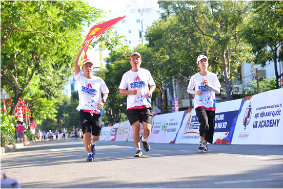 gia dinh chay vi tuong lai family run for the future