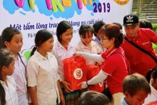 SeABank thăm hỏi và trao quà tặng tới các em nhỏ có gia cảnh khó khăn