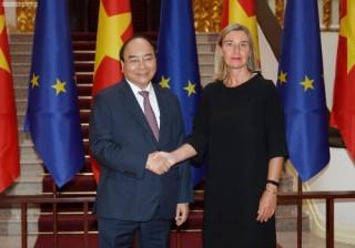 Thủ tướng đề nghị EU tạo điều kiện cho các doanh nghiệp Việt Nam mở rộng thị trường