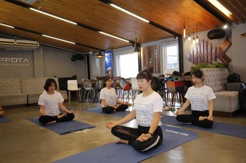 BIDV MetLife khởi động chuỗi lớp học Yoga văn phòng tại Hà Nội