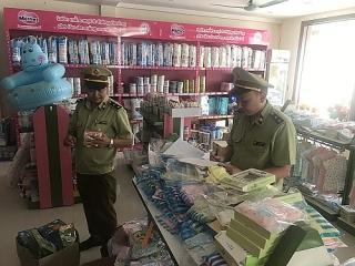 Lạng Sơn tạm giữ hơn 100 đơn vị thực phẩm có dấu hiệu nhập lậu
