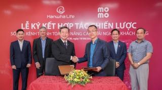 Hanwha Life Việt Nam hợp tác với Ví điện tử MoMo và trung gian thanh toán Payoo