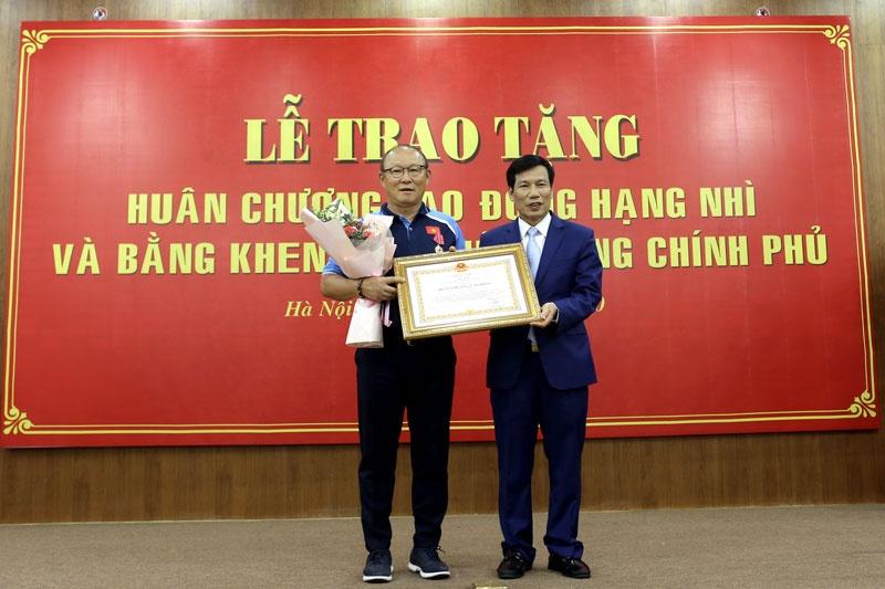 hlv park hang seo vinh du nhan huan chuong lao dong hang nhi