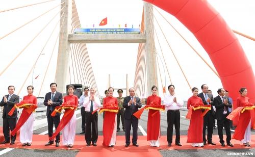Thủ tướng cắt băng khánh thành cao tốc Hạ Long–Hải Phòng và cầu Bạch Đằng