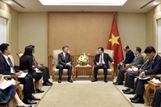 Phó Thủ tướng Trịnh Đình Dũng tiếp Phó Chủ tịch Ngân hàng Đầu tư Cơ sở Hạ tầng châu Á
