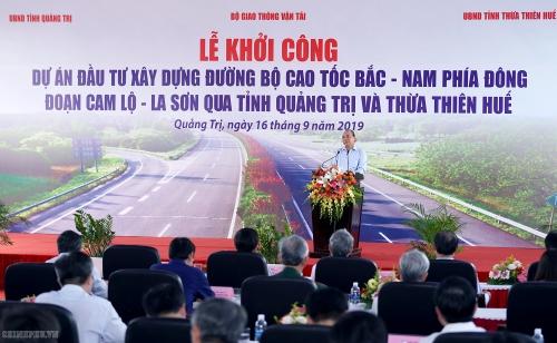 Thủ tướng phát lệnh khởi công xây dựng dự án tuyến cao tốc Cam Lộ - La Sơn