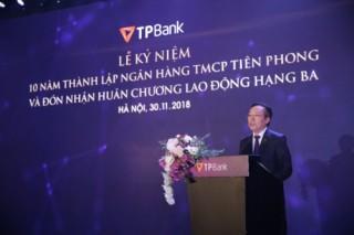 Enterprise Asia trao tặng giải thưởng cho TPBank và ông Đỗ Minh Phú