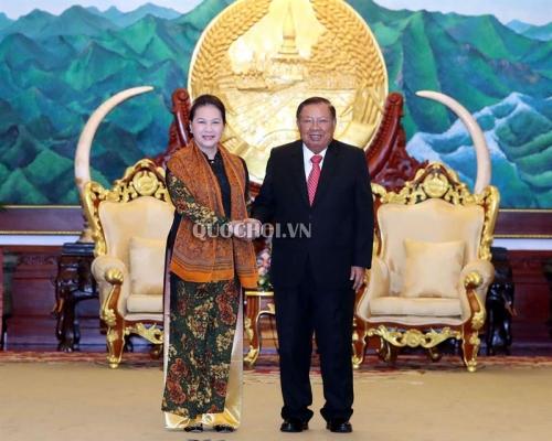 Chủ tịch Quốc hội kết thúc tốt đẹp chuyến thăm CHDCND Lào
