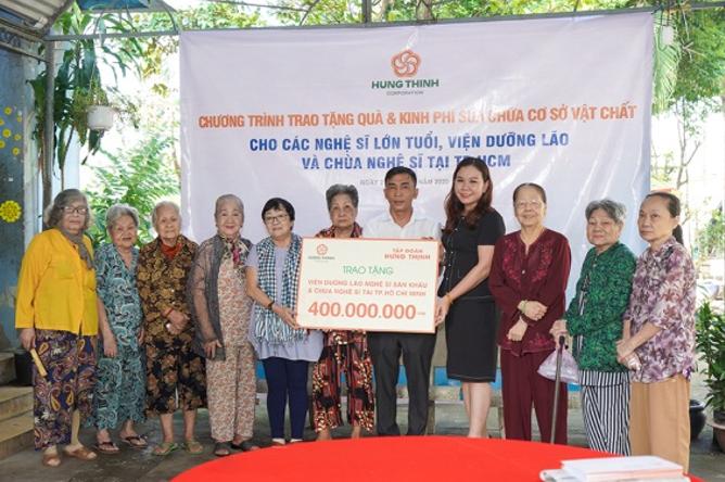 Tập đoàn Hưng Thịnh trao tặng 400 triệu đồng từ thiện