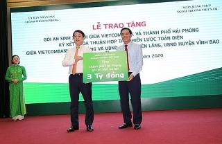 Vietcombank trao tặng gói an sinh xã hội và ký thỏa thuận hợp tác với 2 huyện của Hải Phòng
