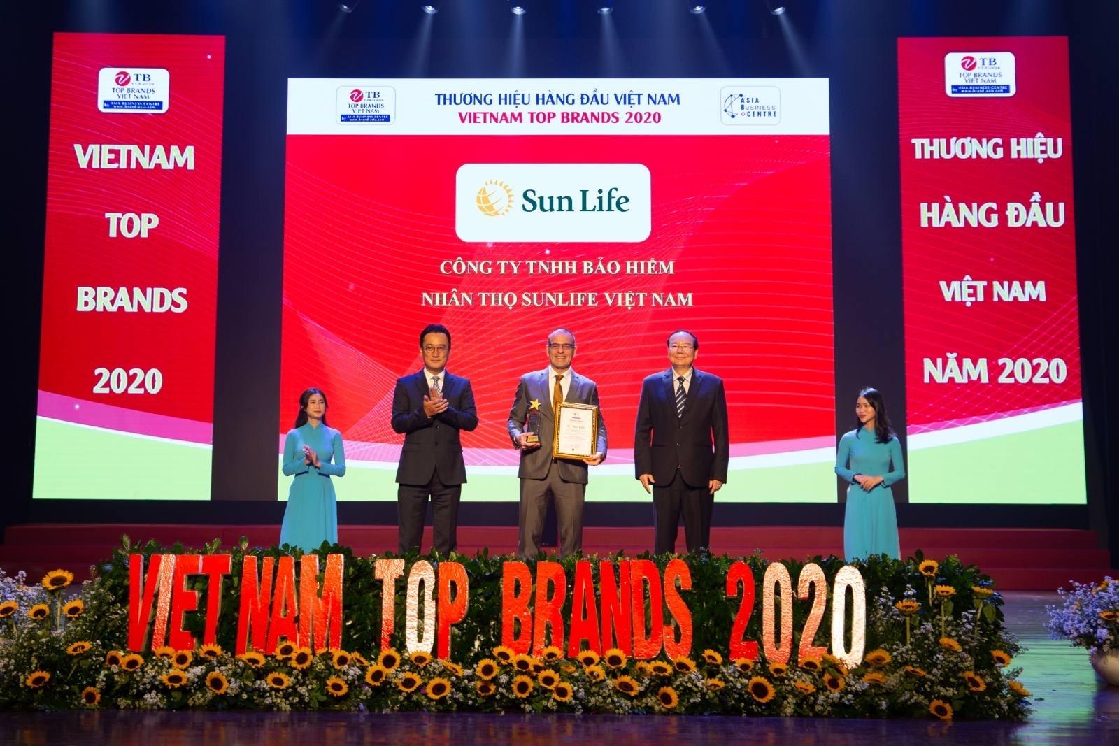 sun life viet nam dat danh hieu top 10 thuong hieu hang dau viet nam 2020