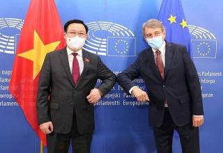 Chủ tịch Quốc hội Vương Đình Huệ hội đàm với Chủ tịch Nghị viện châu Âu David Sassoli