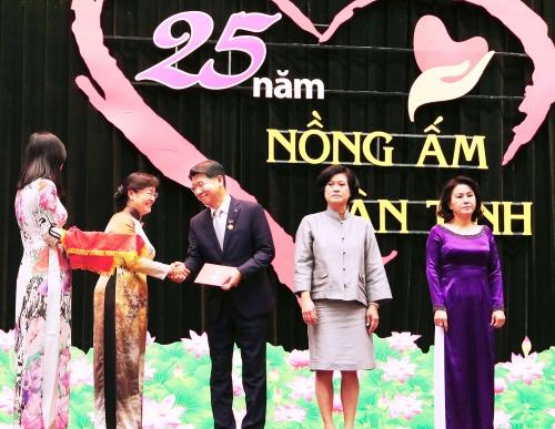 TP.HCM trao tặng huy hiệu cho Tổng giám đốc Hanwha Life Việt Nam