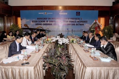 Triển khai chế độ bảo hiểm với chủ xe cơ giới quá cảnh qua biên giới Việt - Lào