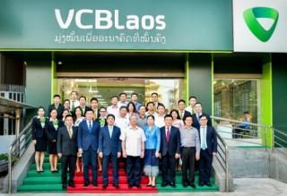 Vietcombank Lào đón đồng chí Trần Quốc Vượng – Thường trực Ban Bí thư tới thăm và làm việc