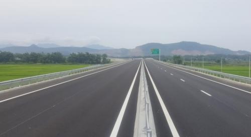 Hoàn thành việc 'vá' mặt đường cao tốc Đà Nẵng - Quảng Ngãi