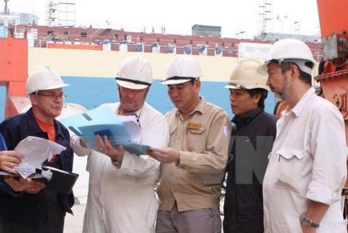 Bảo hiểm bắt buộc với người lao động nước ngoài có hợp đồng 1 năm trở lên