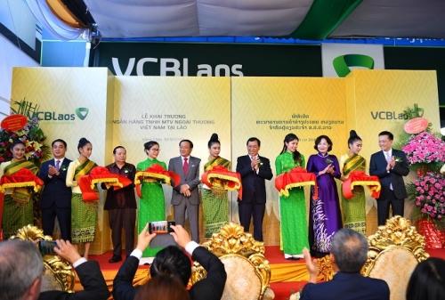 Vietcombank khai trương ngân hàng 100% vốn tại Lào