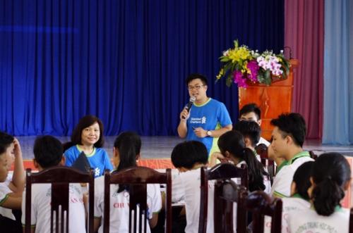 Standard Chartered Việt Nam đào tạo kiến thức tài chính tại Hòa Bình và Bình Phước